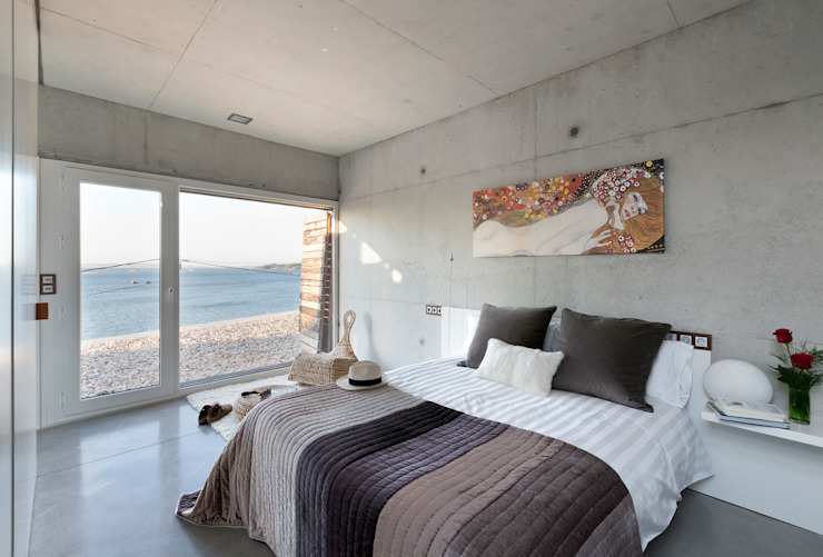 dezanove house designed by iñaki leite - first floor bedroom by Inaki Leite Design Ltd. Сучасний