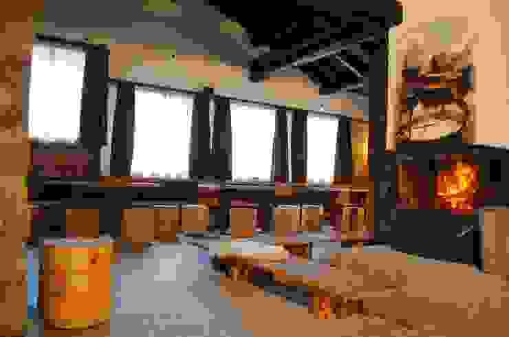 ASCANIO ZOCCHI Bar & Klub Gaya Rustic