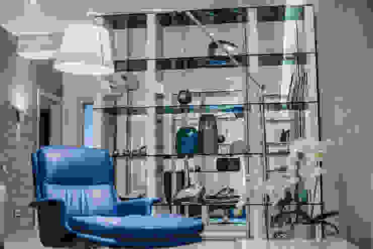 Salones de estilo moderno de INCUBE Алексея Щербачёва Moderno