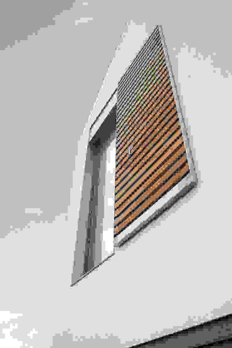PRACOWNIA 111 Casas de estilo minimalista