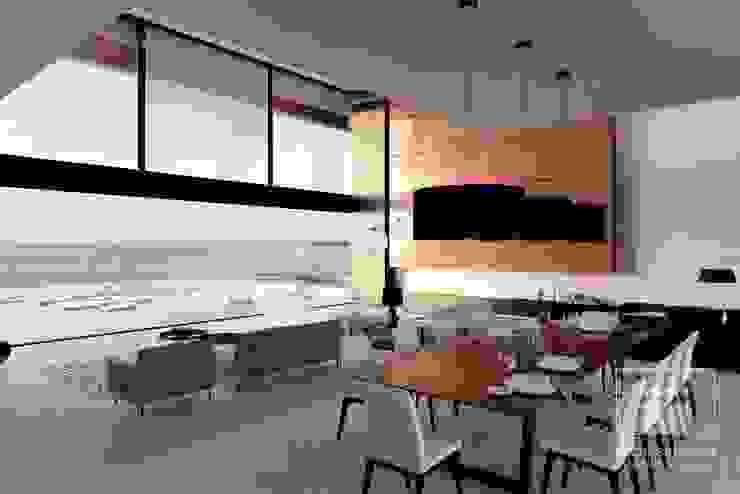 Minimalist dining room by i-project Minimalist