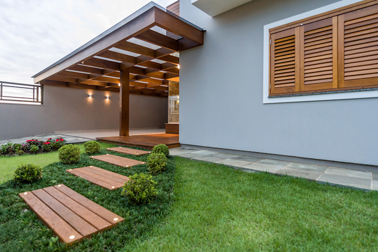 Plena Madeiras Nobres Modern Garage and Shed