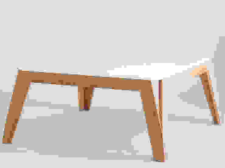 Table basse MéliMélo en chêne et Corian ® par Atelier Hugo Delavelle Moderne