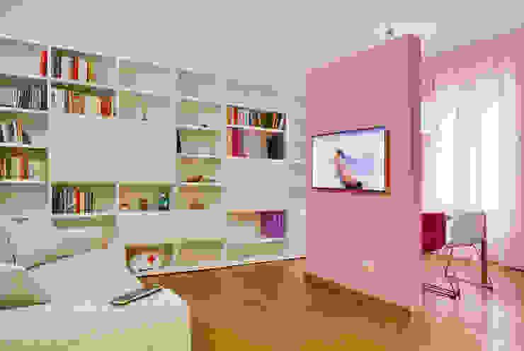 Гостиная в стиле модерн от Architetto Barbara De Pascalis e Lorenzo Zanetti - ATELIER ARCHITETTURA - Модерн