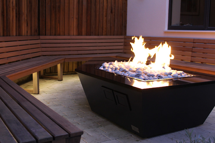 Stealth Boat Fire Table - Southampton di Rivelin Moderno