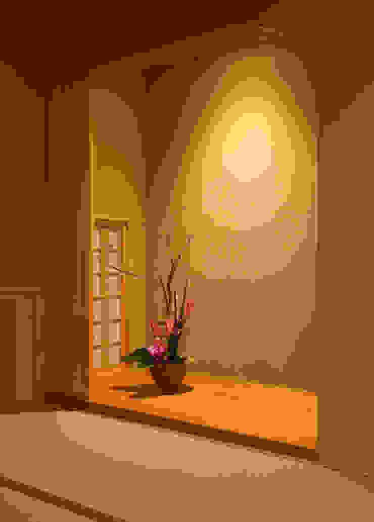 陶器風呂のある家 モダンデザインの リビング の 吉田設計+アトリエアジュール モダン