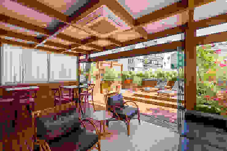 Terrasse de style  par Plena Madeiras Nobres, Moderne