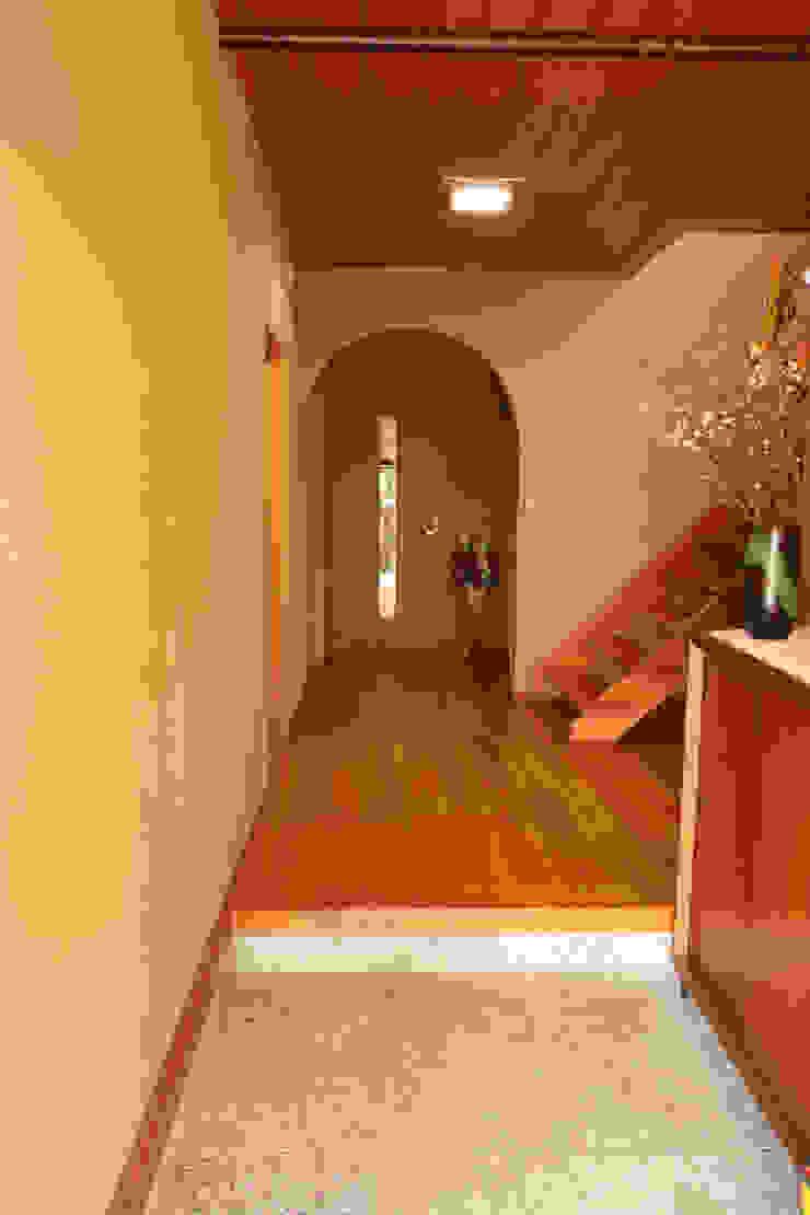 玄関 玄関ホール モダンスタイルの 玄関&廊下&階段 の 吉田設計+アトリエアジュール モダン