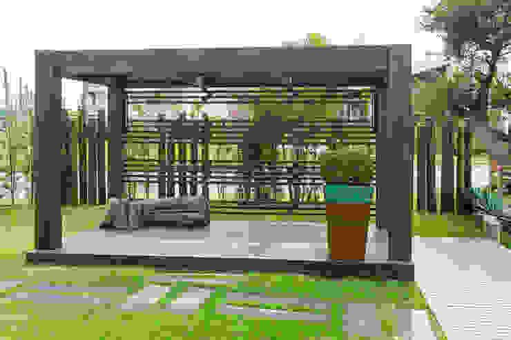Jardim Casa Condomínio Jardins modernos por Plena Madeiras Nobres Moderno