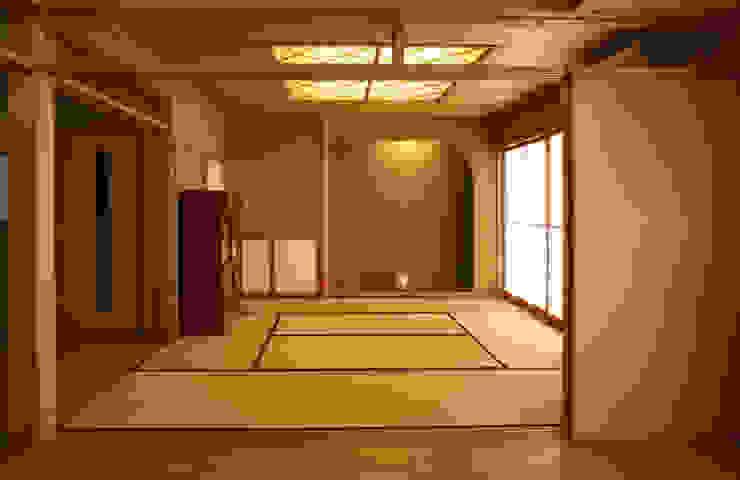 リビング (和室・客間・あるいは茶の間) モダンデザインの ダイニング の 吉田設計+アトリエアジュール モダン