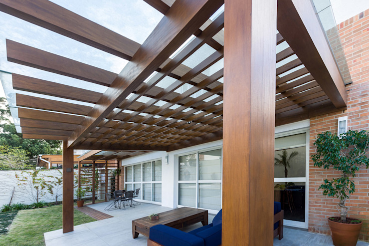 Patios by Plena Madeiras Nobres, Modern