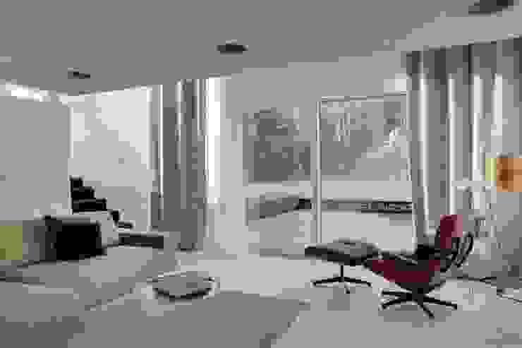 Haus 3M Interior Moderne Wohnzimmer von destilat Design Studio GmbH Modern