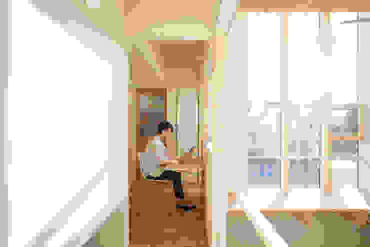読書スペース モダンスタイルの 玄関&廊下&階段 の 一級建築士事務所 Atelier Casa モダン