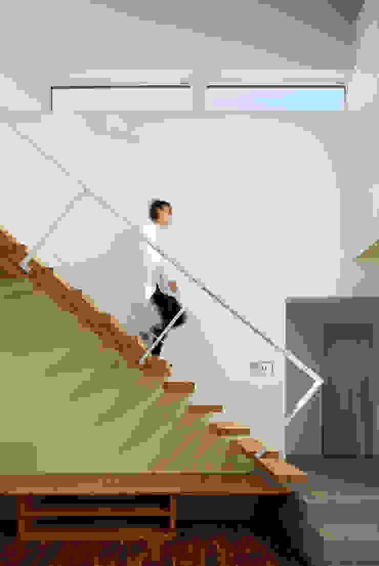 片持ち階段 モダンスタイルの 玄関&廊下&階段 の 一級建築士事務所 Atelier Casa モダン