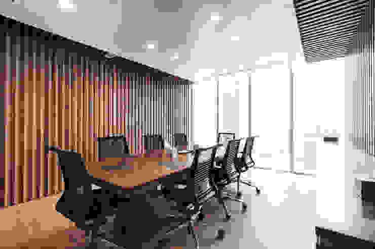 Dominique Herbillon & Edouard Augustin Edificios de oficinas de estilo moderno