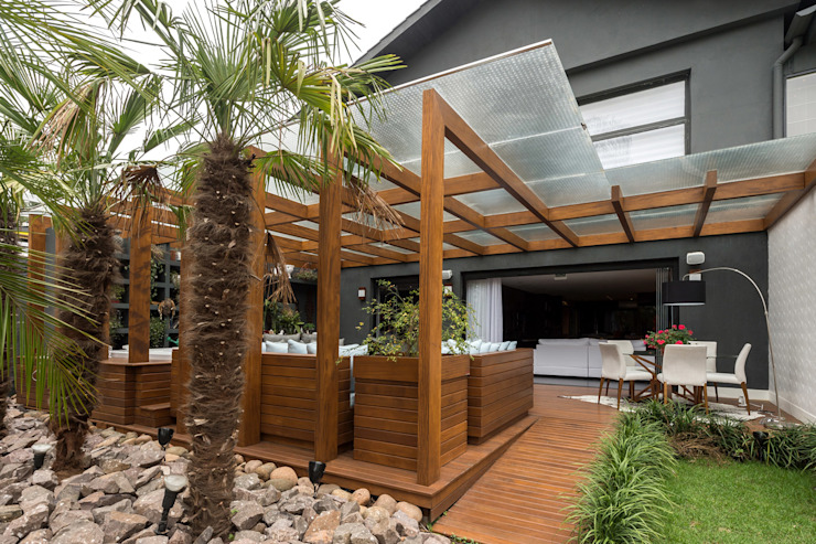 Patios & Decks by Plena Madeiras Nobres, Modern