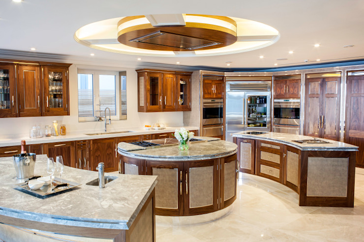 Luxurious family living homify Modern kitchen