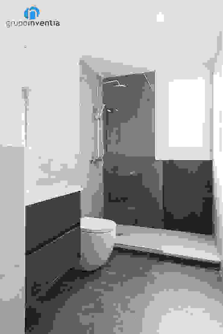 Reforma de baño Baños de estilo moderno de Grupo Inventia Moderno