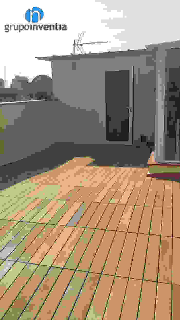 Reforma de terraza Balcones y terrazas de estilo moderno de Grupo Inventia Moderno