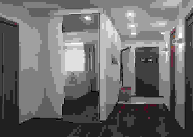Двухкомнатная квартира для холостяка Коридор, прихожая и лестница в эклектичном стиле от Center of interior design Эклектичный