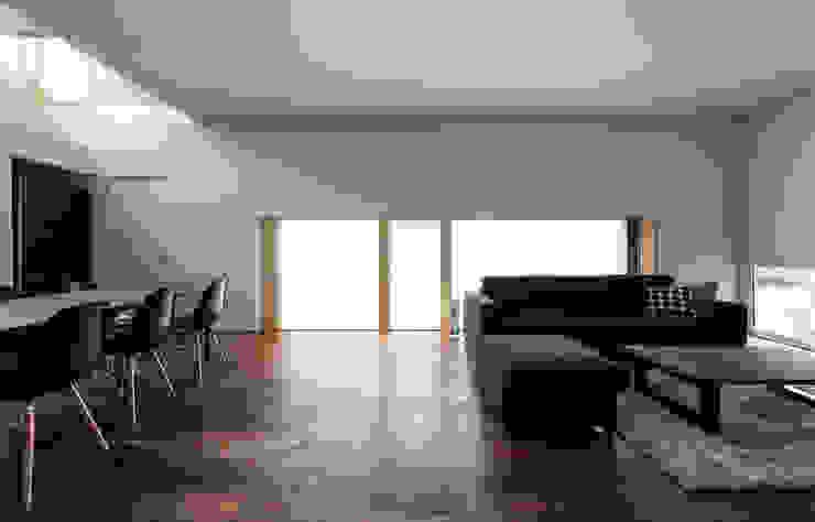 Living room by 一級建築士事務所 Atelier Casa,