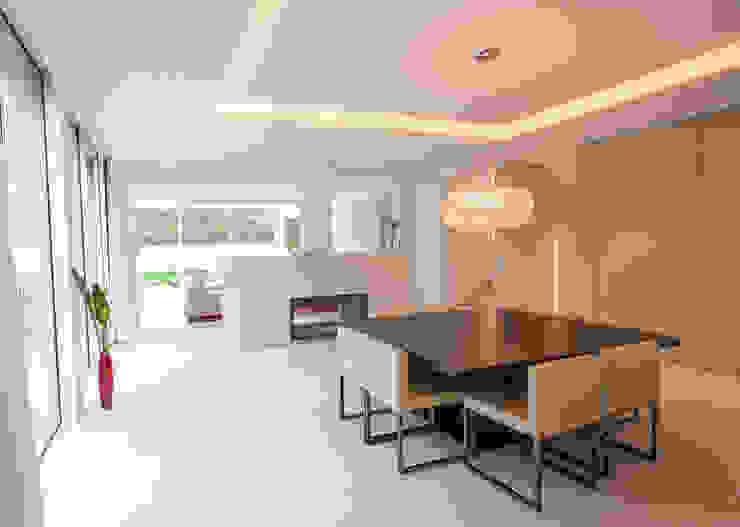 EINFAMILIENHAUS KLOSTERNEUBURG | AUT Moderne Esszimmer von Moser Architects Modern
