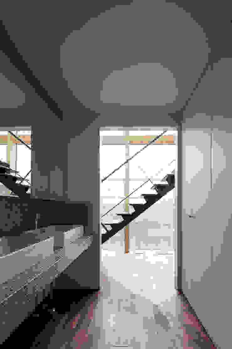 洗面スペース モダンスタイルの お風呂 の 一級建築士事務所 Atelier Casa モダン