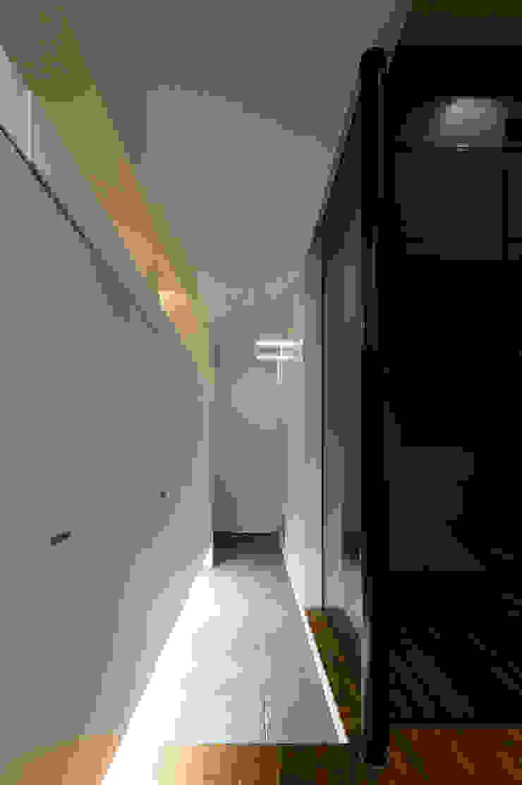 玄関ホール モダンスタイルの 玄関&廊下&階段 の 一級建築士事務所 Atelier Casa モダン