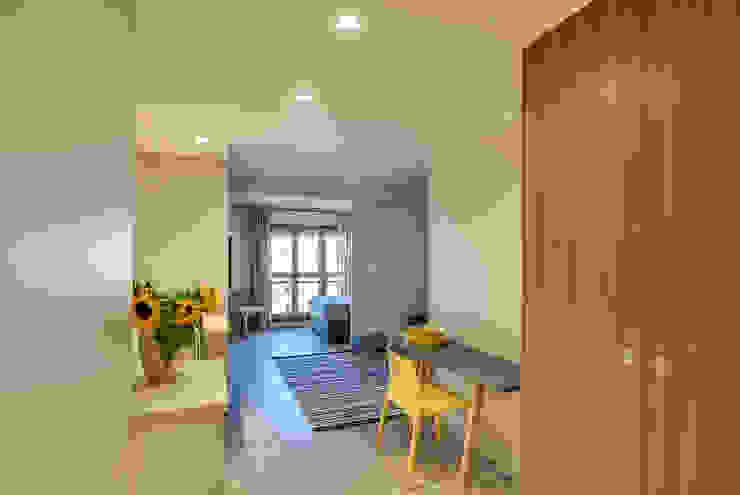 Modern corridor, hallway & stairs by blackStones Modern