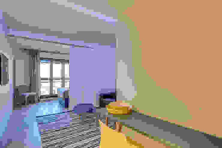 Modern living room by blackStones Modern