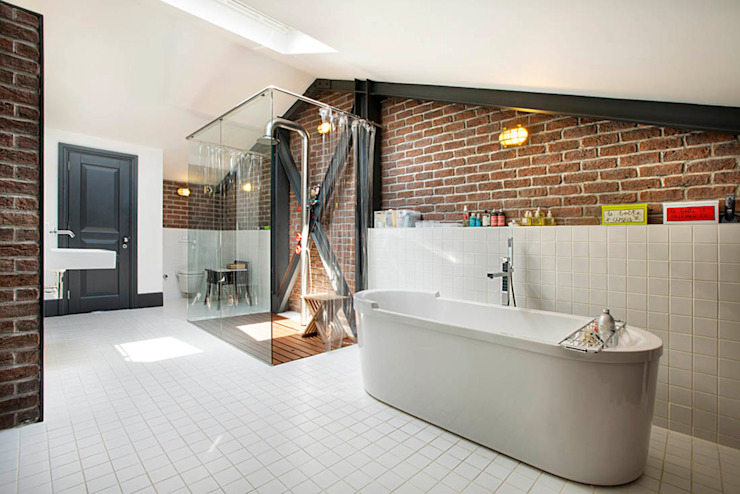 Bagno in stile industriale di Udesign Architecture Industrial