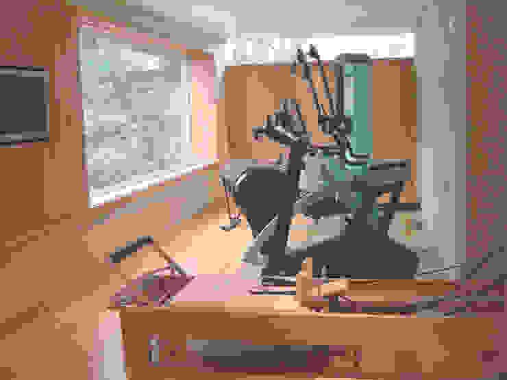 Home Gym Salle de sport moderne par Raw Corporate Health Moderne