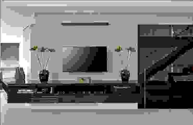 Cassio Gontijo Arquitetura e Decoração Living roomTV stands & cabinets