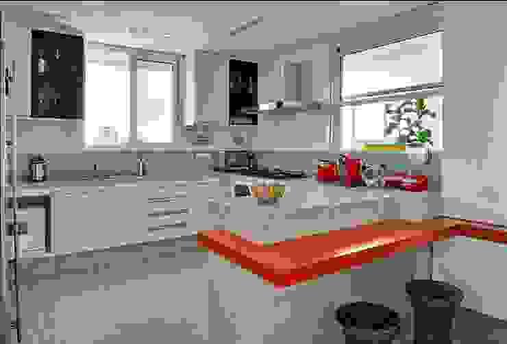 Cucina moderna di Cassio Gontijo Arquitetura e Decoração Moderno