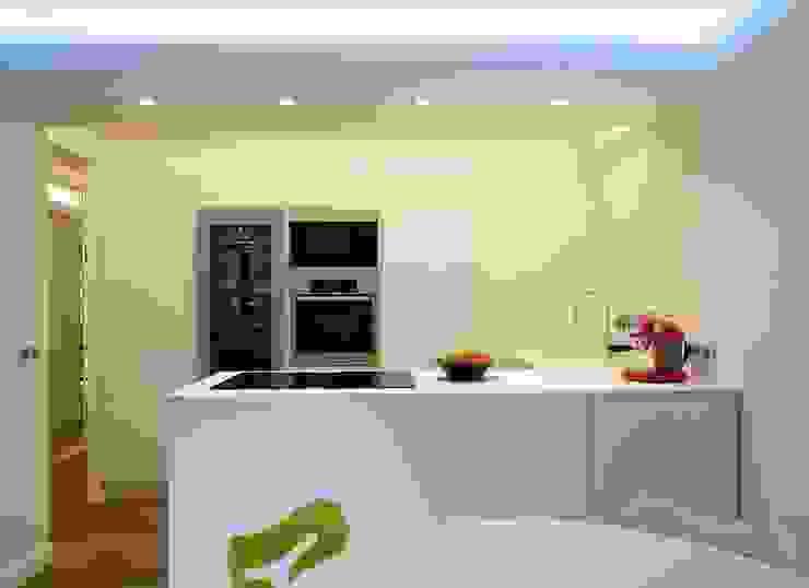 PARIS 17 70m² Cuisine moderne par blackStones Moderne