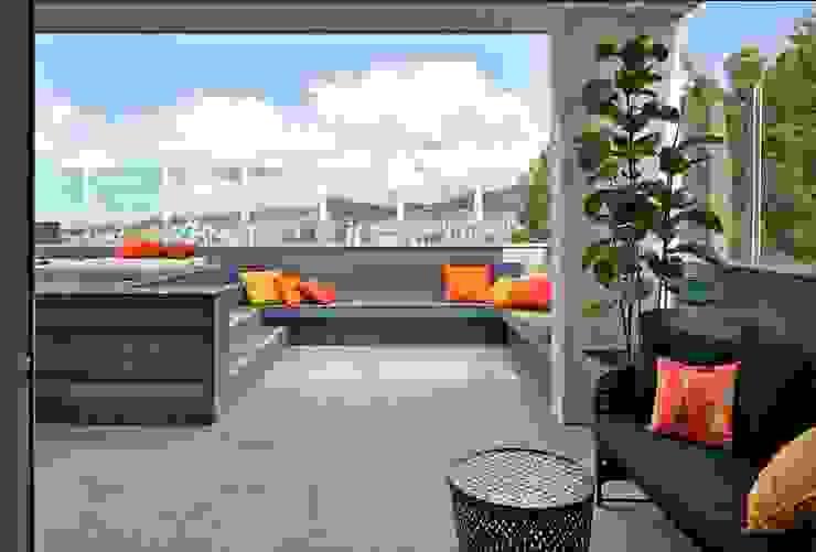 Modern Balkon, Veranda & Teras Cassio Gontijo Arquitetura e Decoração Modern