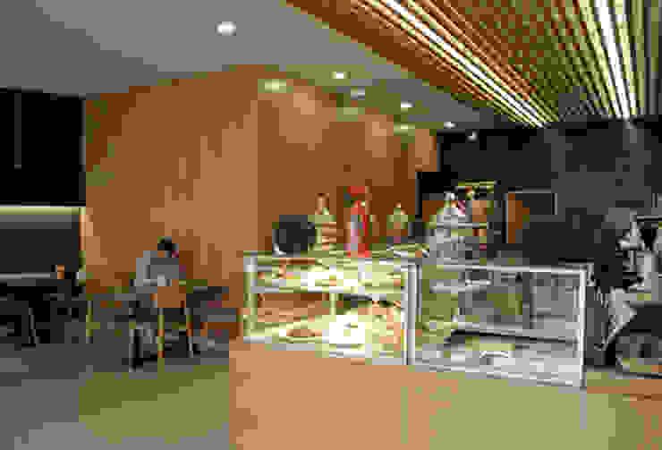 Café 'O Basílio', Vila Verde Espaços de restauração minimalistas por ASVS Arquitectos Associados Minimalista