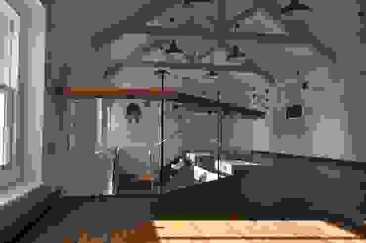 Frameless glass for mezzanine floor Modern balcony, veranda & terrace by Ion Glass Modern