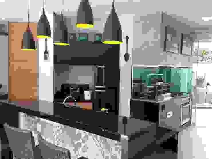 Modern dining room by ESTÚDIO danielcruz Modern