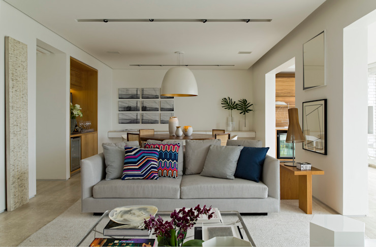 Living room by DIEGO REVOLLO ARQUITETURA S/S LTDA., Modern