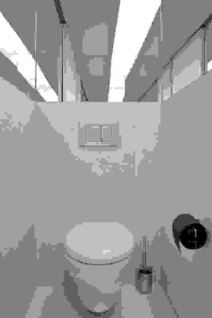 APARTAMENTO VdC01 – Remodelação Casas de banho minimalistas por A2OFFICE Minimalista