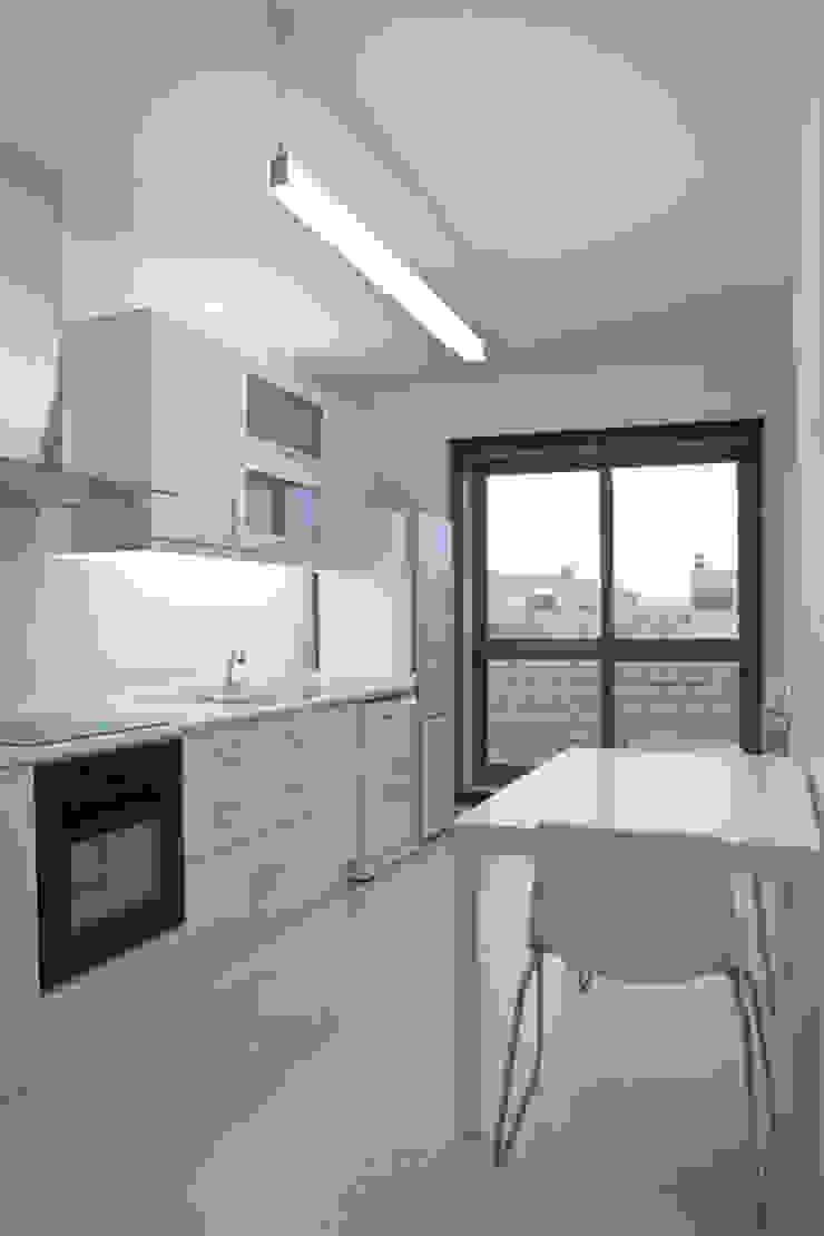 APARTAMENTO VdC01 – Remodelação Cozinhas ecléticas por A2OFFICE Eclético