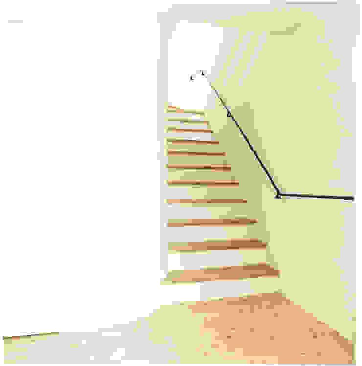 中村南一丁目住宅 ミニマルスタイルの 玄関&廊下&階段 の 一級建築士事務所 艸の枕 ミニマル