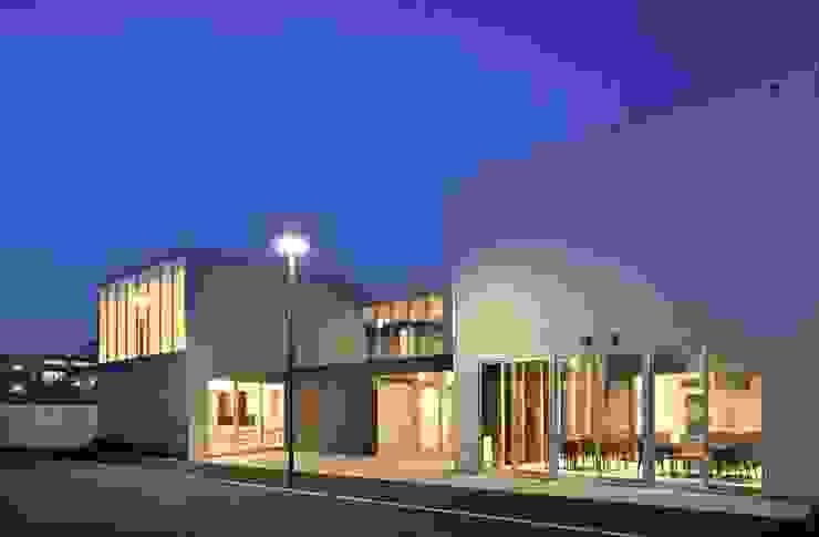 センターハウス夜景 モダンな 家 の 株式会社ヨシダデザインワークショップ モダン