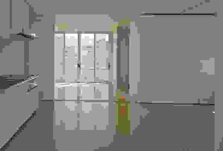 住宅(50㎡)内部: 株式会社ヨシダデザインワークショップが手掛けたリビングです。,モダン