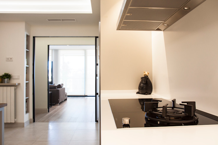 Interioristas y decoradores en Valencia Cocinas de estilo moderno de Estatiba construcción, decoración y reformas en Ibiza y Valencia Moderno