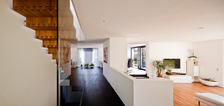 Modern corridor, hallway & stairs by brügel_eickholt architekten gmbh Modern