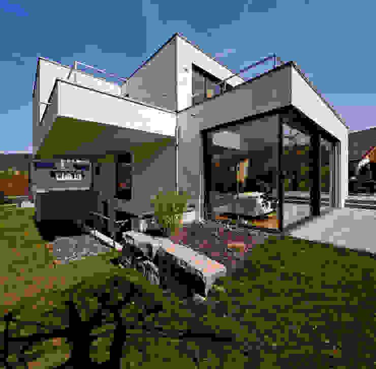 現代房屋設計點子、靈感 & 圖片 根據 brügel_eickholt architekten gmbh 現代風