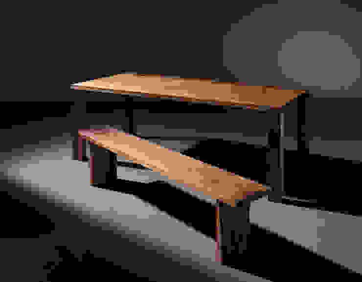 Basic Table & Bench: Moon studio의 현대 ,모던