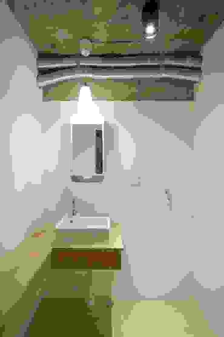 Tk さんのためのアパート モダンスタイルの お風呂 の kurosawa kawara-ten モダン